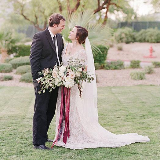 Glückliches Brautpaar nach der Hochzeit