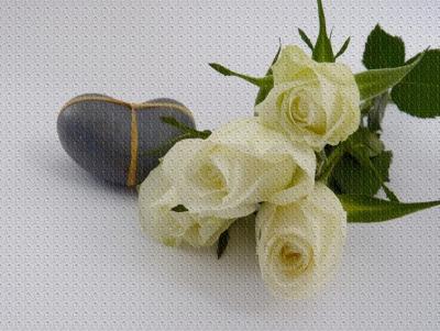 Schicken Sie dem Brautpaar jede Woche einen netten Gruss. Wie? Ganz einfach.  Hängen Sie zum Beispiel an einer Wäscheleine 52 Postkarten auf, auf denen Sie bereits die Adresse des Brautpaares angegeben haben. Die Postkarten werden dann von 1 - 52 durchnummeriert. Die Hochzeitsgäste nehmen sich eine Karte und schicken in der angegebenen Woche einen persönlichen Gruss an das Brautpaar. So bekommt das Brautpaar 1 Jahr jede Woche eine nette Erinnerung an die Hochzeit.  Als Variante kann man die Hochzeitskarten auch an die Gäste verkaufen. Im Anschluss erhält das Brautpaar noch eine kleine finanzielle Spritze für die Hochzeitsreise.   Einfach vorzubereitendes Hochzeitsspiel mit langer Wirkung.